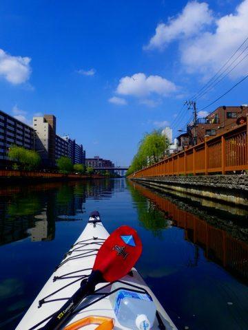 迷路のような東京水路をカヤックで巡ってみた・下から見上げるトーキョー